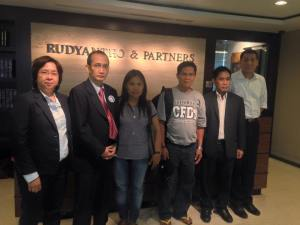 L-R Atty. Minnie Lopez and Atty. Edre Olalia of NUPL, Maritess (sister), Cesar (father) and associates of Rudyantho & Partners Law Firm. Jakarta, Indonesia, April 22, 2015.