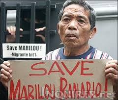 Tatay Rosario Ranario, Marilou's father, at a DFA picket in 2007  (Photo from inquirer.net)